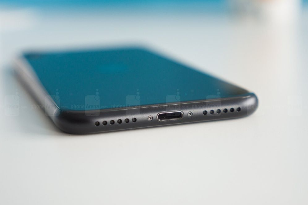 iPhone SE снизу
