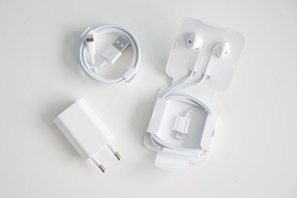 Комплект поставки iPhone SE