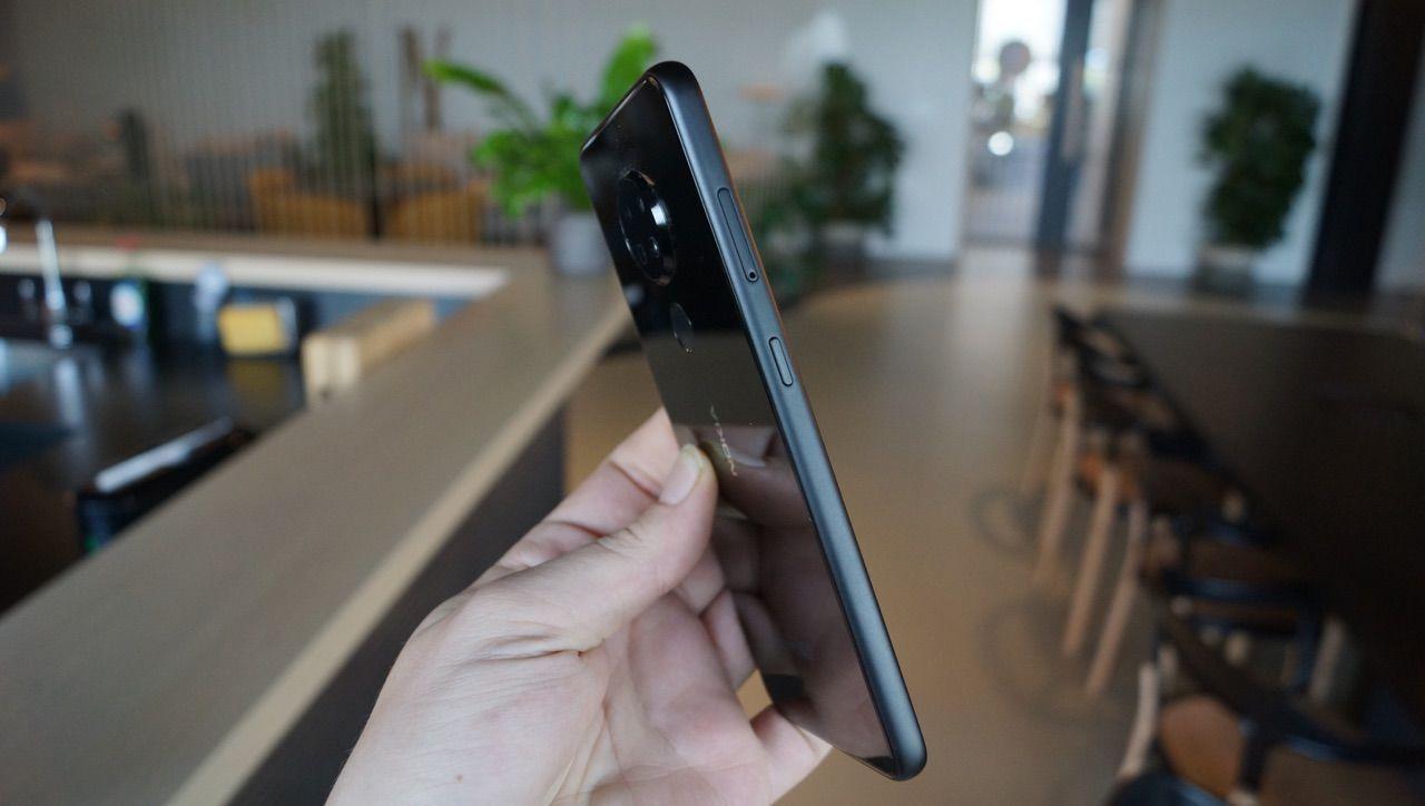 Nokia 6.2 сбоку